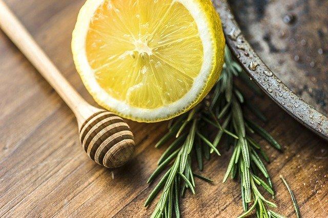 Infusión de tomillo, limón y miel